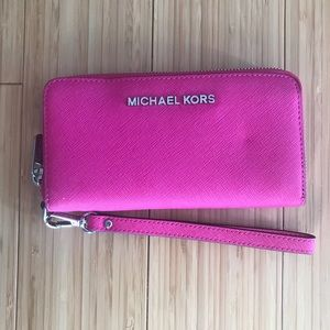 MICHAEL KORS Travel Leather Continental Wristlet